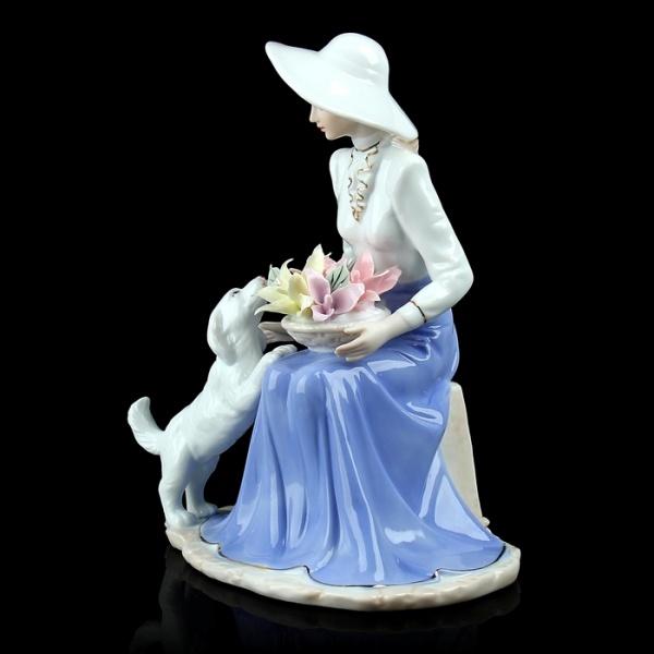 "Сувенир ""Дама с цветами и собачкой"""