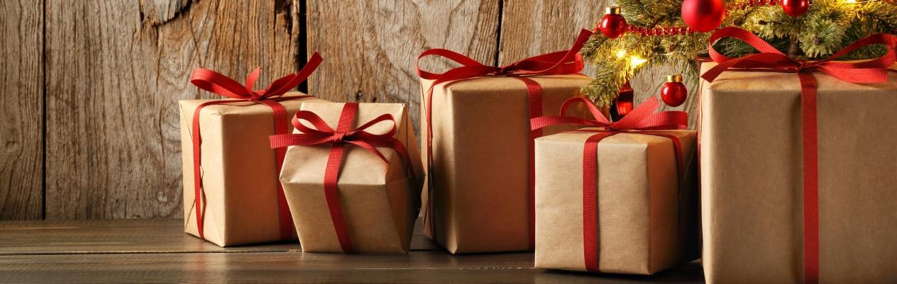 Подарок на Новый год 2022: идеи для родных и близких